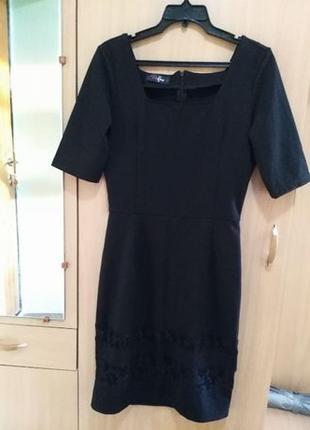 Платье черное с кружевными вставками