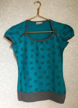Интересная футболка в принт, цвета морской волны