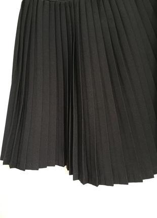 Чёрная школьная юбка  на девочку 6-7 лет, на 1 класс