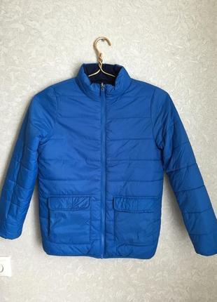 Отличная демисезонная двусторонняя куртка на мальчика 9-10 лет.
