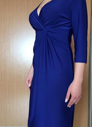 Нарядное платье, красивого модного синего цвета.