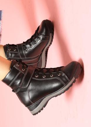 Кожаные женские зимние черные ботинки на низком ходу натуральн...