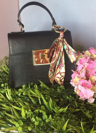 Итальянская кожаная сумочка с платочком.