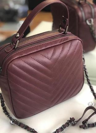 Кожаная сумочка-кроссбоди с ручкой vera pelle италия.