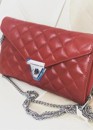 Вместительная сумочка-клатч