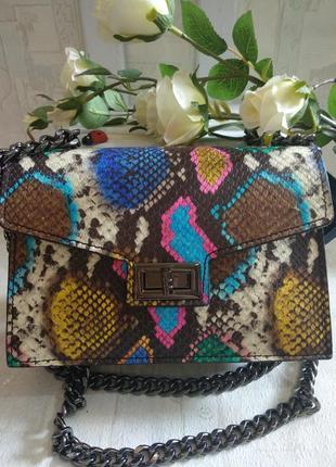 Очень красивая, яркая сумочка