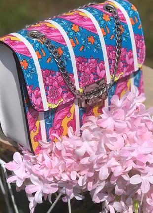 Яркая и очень красивая сумочка из натуральной кожи