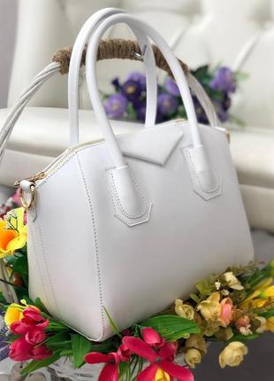 Кожаная сумка в стиле givenchy.