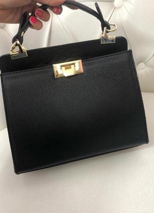 Кожаная сумка среднего размера чёрная