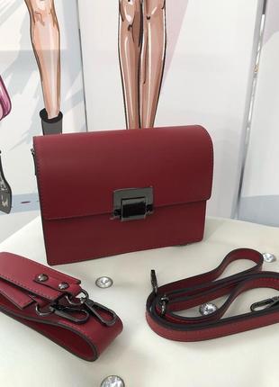 Кожаные сумочки из новой коллекции.