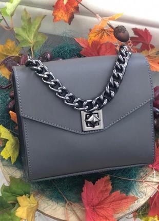 Кожаная сумочка из новой коллекции