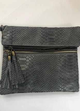 Шикарные сумочки-планшетки в трендовой коже кроко