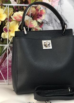 Стильная и удобная кожаная сумка среднего размера чёрная