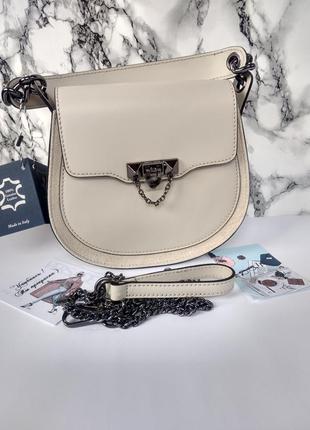 Красивая кожаная сумочка