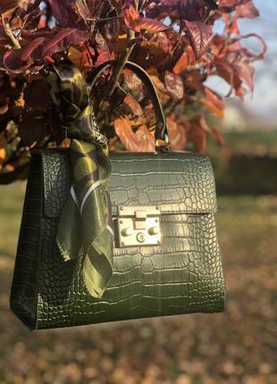 Кожаные сумочки в комплекте с платочком