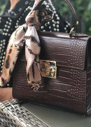 Кожаные сумочки с платочком.