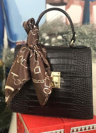 Шоколадная кожаная сумочка в комплекте с платочком