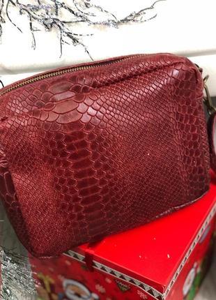 Мягенькая кожаная сумочка-кроссбоди бордовая genuine leather и...
