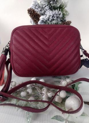 Кожаная сумочка-кроссбоди с кисточкой
