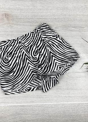 Крутые короткие шорты в принт зебры