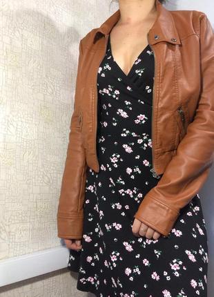 Кожаная/кожзам куртка в коньячном/коричневом цвете