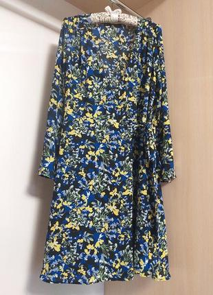 Актуальное платье на запах в мелкий цветочный принт с длинным ...
