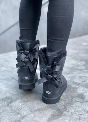 Угги женские кожаные, черные зимние с мехом, 2 банта