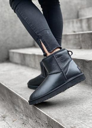 Ugg classic short black, чёрные кожаные женские угги с мехом, ...
