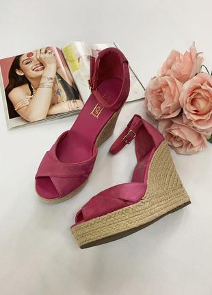 Яркие розовые босоножки topshop