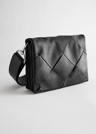 Кроссбоди черная кожаная сумка & other stories