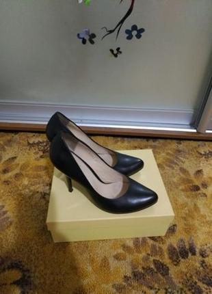 Продам женские туфли Ellenka 37 размера