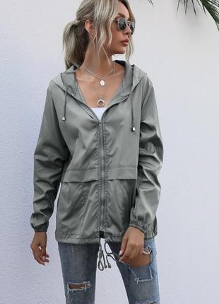 Молодежная стильная куртка ветровка на молнии с капюшоном весн...