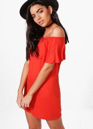 Boohoo. товар из англии. платье со спущенными плечами. интригу...