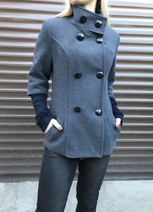 Укороченное пальто с рукавом три четверти