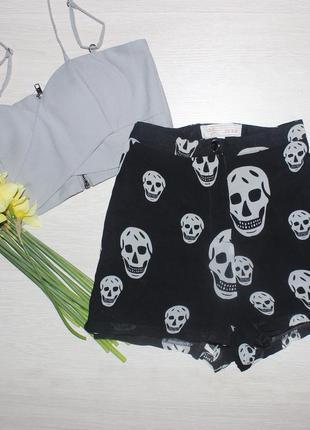 Легкие шорты с подкладкой  в черепа