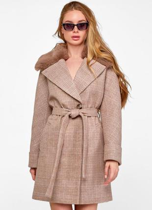 Стильное зимнее короткое пальто мили с меховым воротником из т...