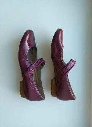 Туфли натуральная лаковая кожа бренд clarks.