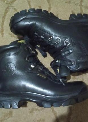 Фирменные трекинговые ботинки la sportiva gore-tex