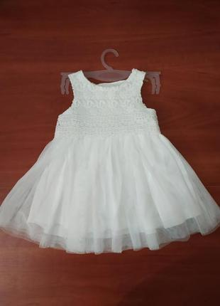 Шикарное белое платье на малышку