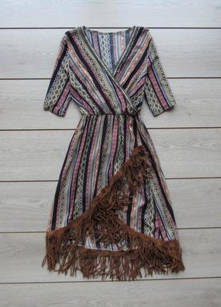 Платье в орнамент в стиле бохо с бахромой