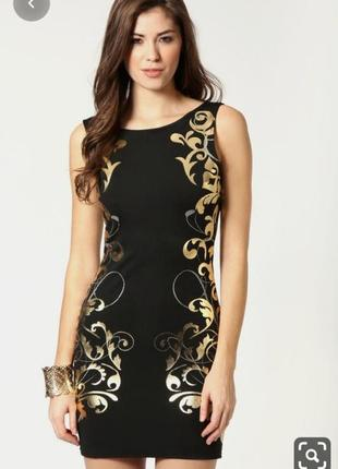Маленькое черное платье с золотым узором и красивой спиной