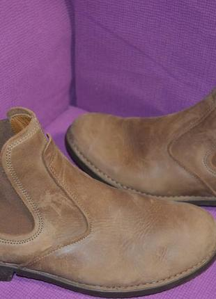 Комфортные качественные ботинки челси