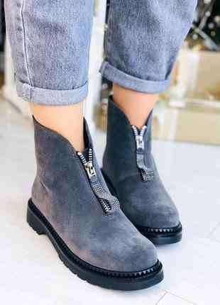 Зимние ботинки серого цвета