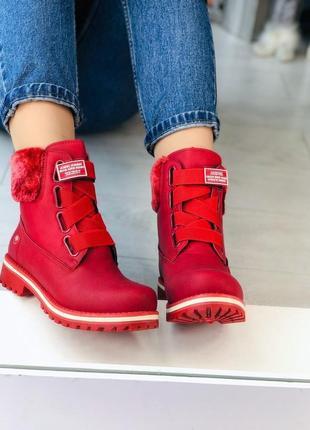 Зимние красные ботинки на липучке