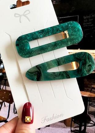 Набор заколок для волос зеленого цвета 2 штуки