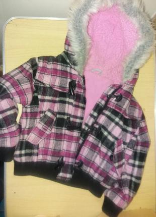 Теплая куртка на девочку 5-6лет