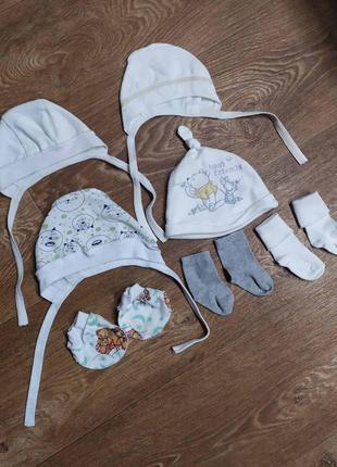 Набор - 4 шапки, 2 носков и царапки
