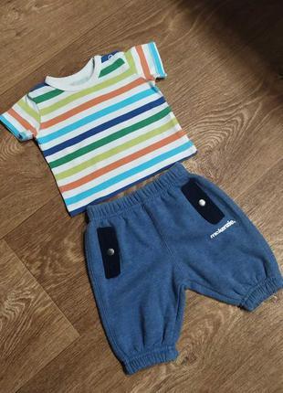 Набор для мальчика - футболка и спортивные штаны на манжетах.