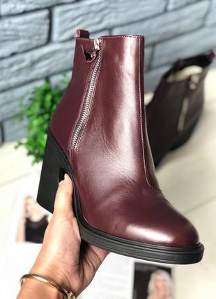 Демисезонные женские ботинки, кожаные, бордовые, на байке, с з...