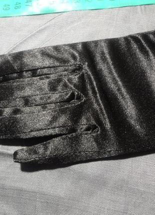 Удлиненные перчатки выше локтя